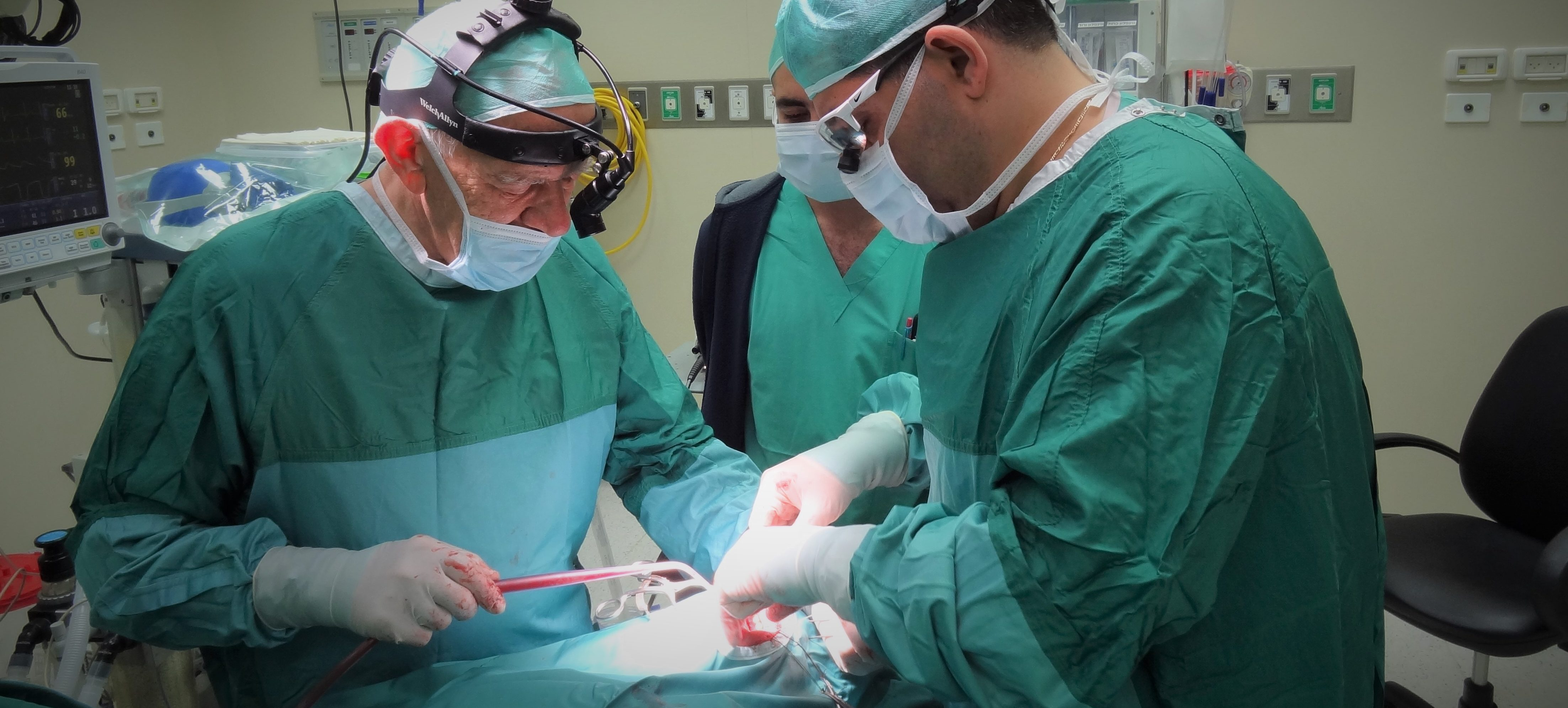 مجددًا مستشفى الناصرة الانجليزي في الصدارة  ولأول مرة في الشمال إجراء عملية معقدّة  بنجاح لاستبناء لمجرى البول